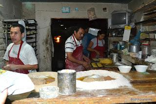 W międzyczasie zobaczymy, jak pracują meksykańscy piekarze.