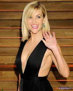 Reese Witherspoon   Oscars 2014   Vanity Fair Party 6.jpg