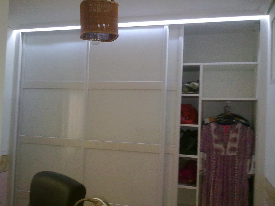 Iluminaci n led en armario electricista santander 630 - Iluminacion interior armarios ...