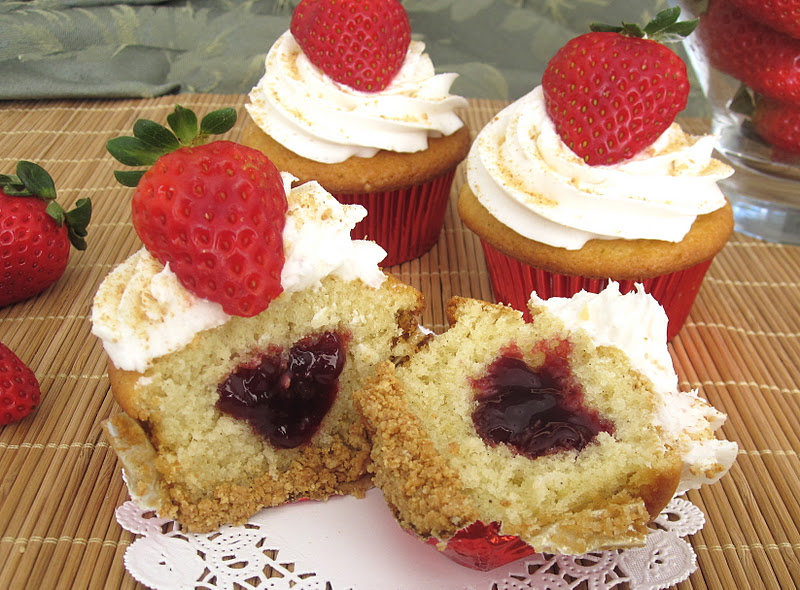 Lindsay Ann Bakes: Strawberry Cheesecake Cupcakes