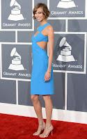 Карли Клос в къса рокля с гол гръб на Michael Kors на наградите Грами 2013