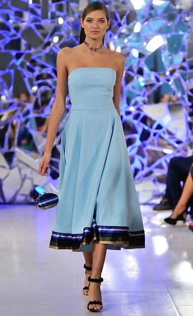 Голубые в платьях