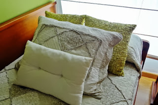 Cushions to decorate the bed