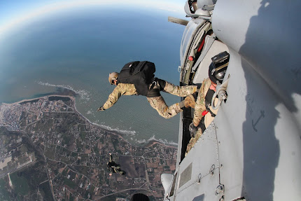 U.S.-SPANISH SPECIAL FORCES CONDUCT PARADROP TRAINING