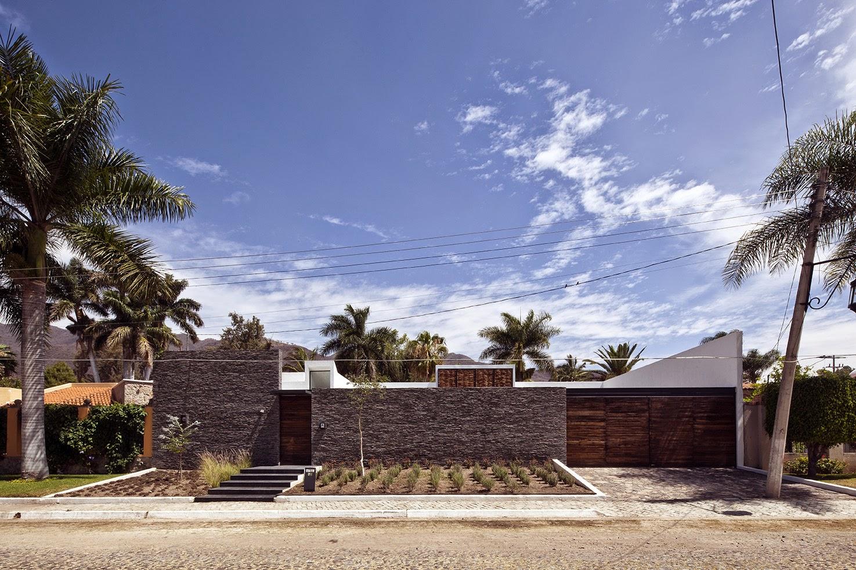 Rumah dengan Perpaduan Lokalitas dan Modernitas 6
