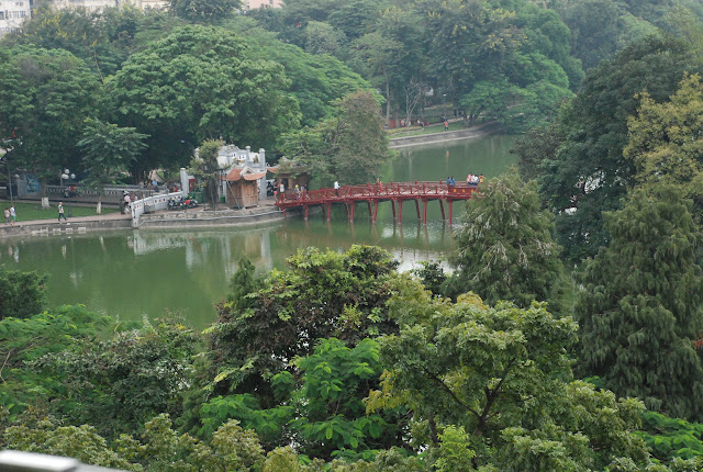 Tham quan Cầu Thê Húc và Đền Ngọc Sơn ở Hồ Hoàn Kiếm