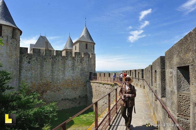 Valérie Blachier sur les remparts de la cité de Carcassonne photo pascal blachier