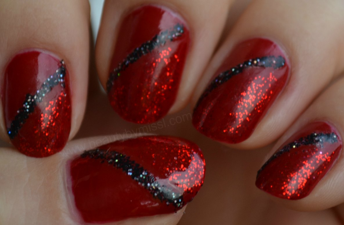 Christmas manicure, red nails, red glitter manicure, notd, nails of the day