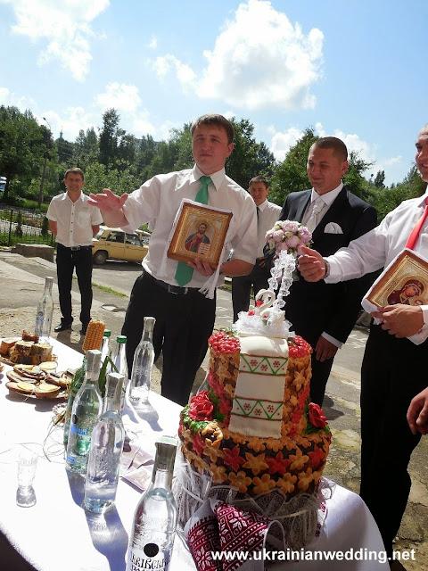 Торгівля за наречену то є давній звичай на українському весіллі