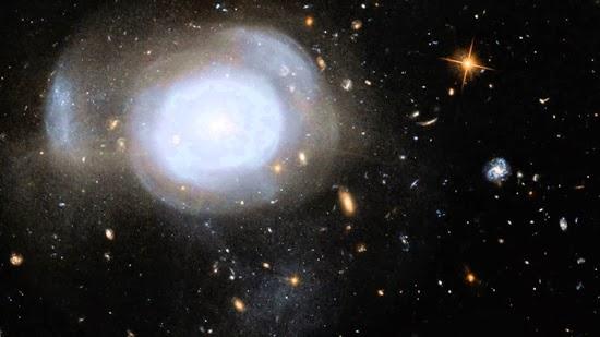 Cantiknya Galaksi 'Mawar Putih' di Luar Angkasa