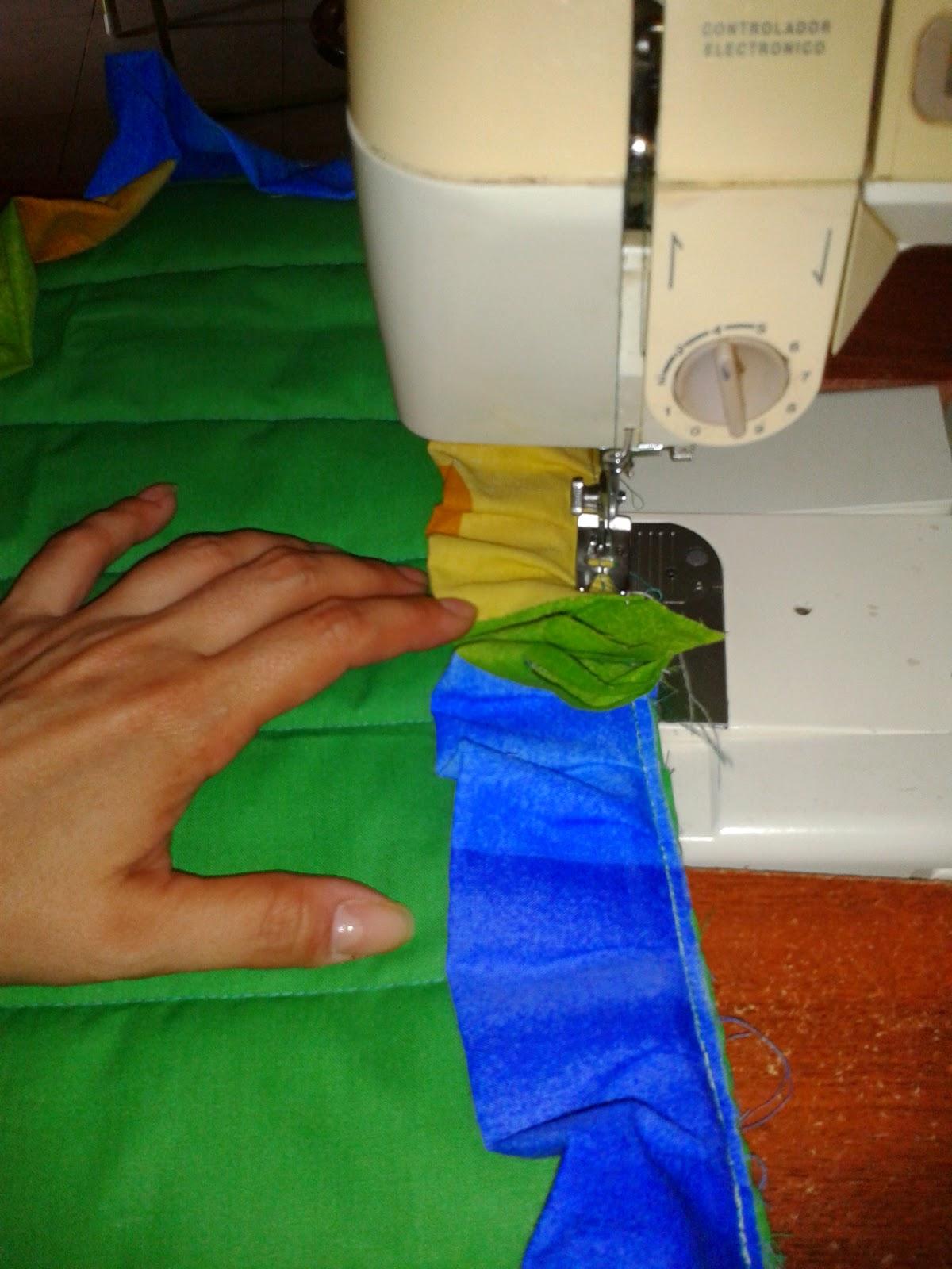 Juegos De Baño Sencillos: máquina de coser, cosiendoles los vuelitos a los juegos de baño