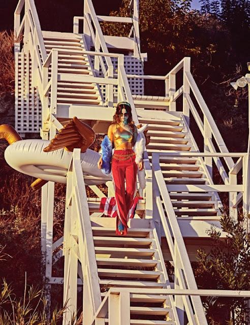 Selena Gomez habla sobre su relación con Miley Cyrus y Justin Bieber para W Magazine