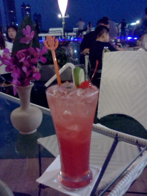 Singapore Sling at Asiatique in Bangkok.