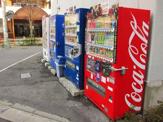 プロネートの敷地内にある自販機コーナーの写真