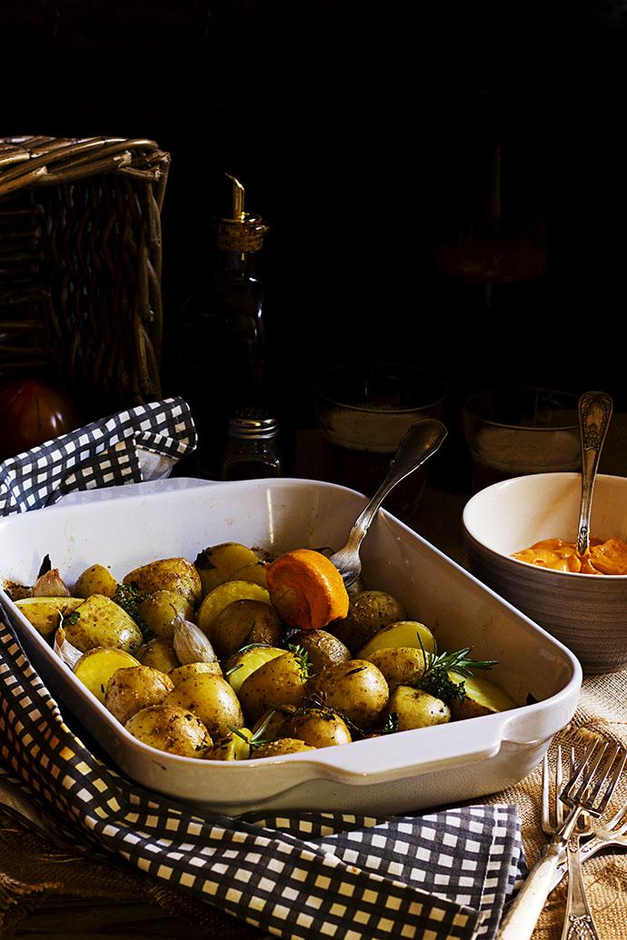 Salsa romesco con patatas asadas