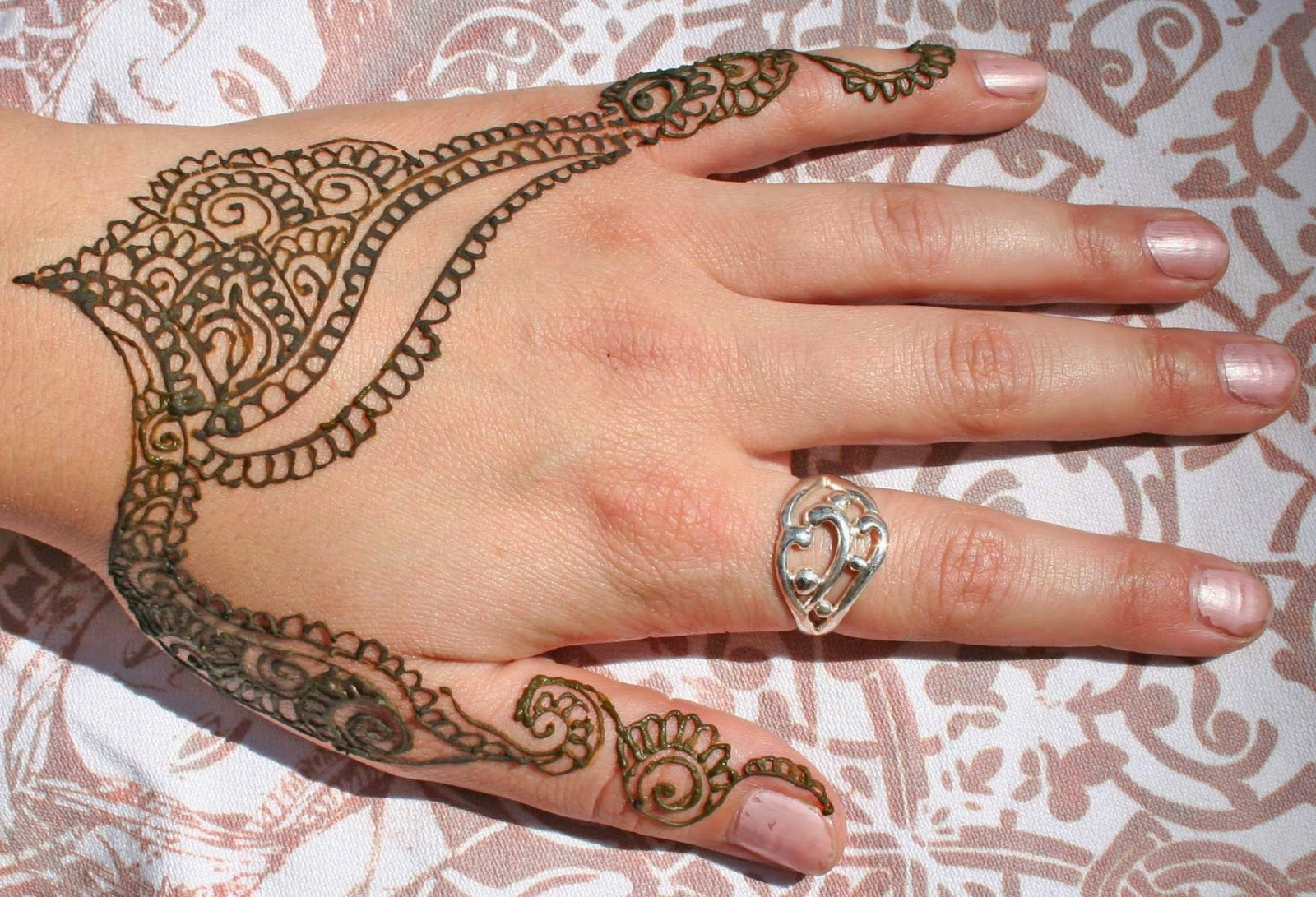 Mehndi Party List : Mast mehndi designer designs or henna is a very famous
