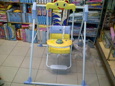 Ayunan anak posisi duduk usia 6 bulan sai 5 tahun