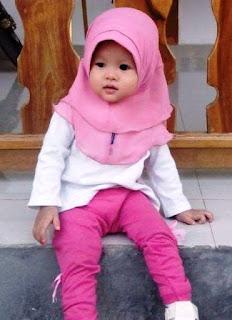 Foto Bayi Perempuan Memakai Jilbab