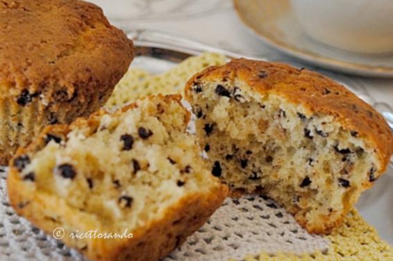 Muffin con pepite di cioccolato ricetta per una dolce colazione