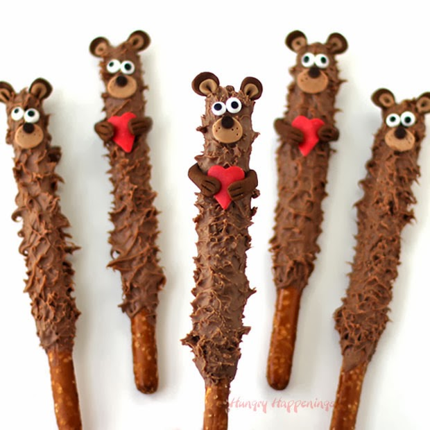 Chocolate Teddy Bear Pretzel Pops | HungryHappenings.com