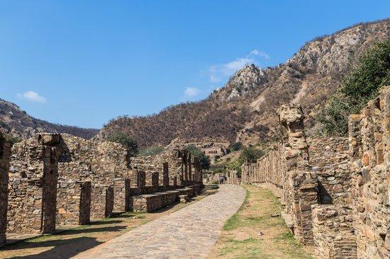 bhangarh fort street