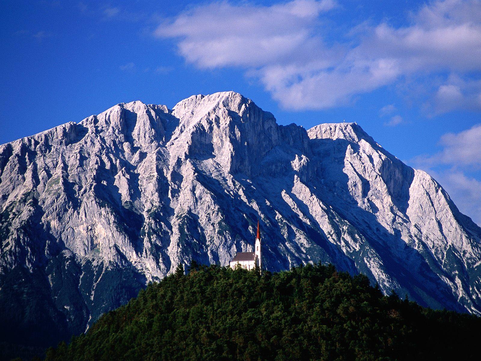 http://4.bp.blogspot.com/-ZioFDzEwewM/TonLBELpYzI/AAAAAAAAAY0/_ckpEwD4Hmc/s1600/Hillside+Church+and+Mount+Griesspitzen%252C+Tirol%252C+Austria.jpg