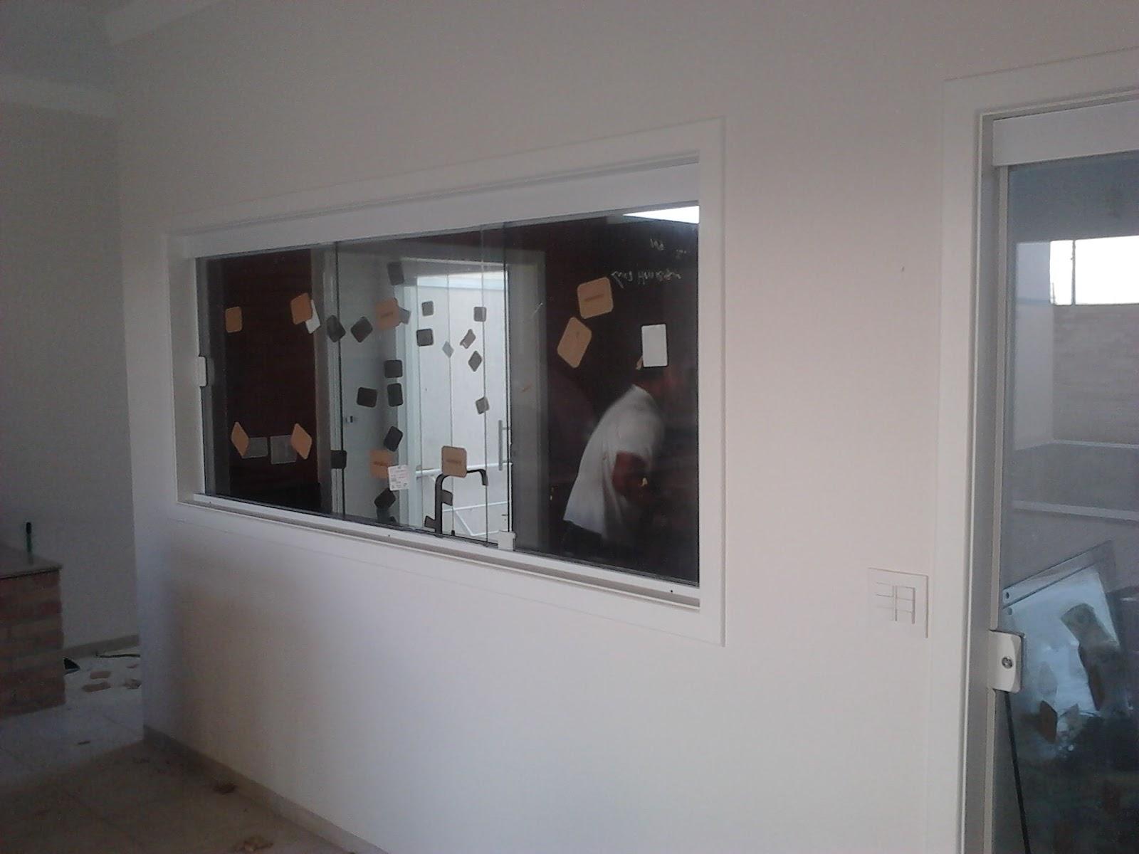 #5C4E47 nesse o sistema de 03 vidros ve3 com vidros verdes 10mm 754 Janelas Vidros Verdes