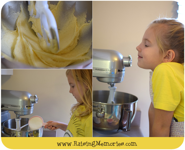 Kids can help with this Christmas Baking www.RaisingMemories.com