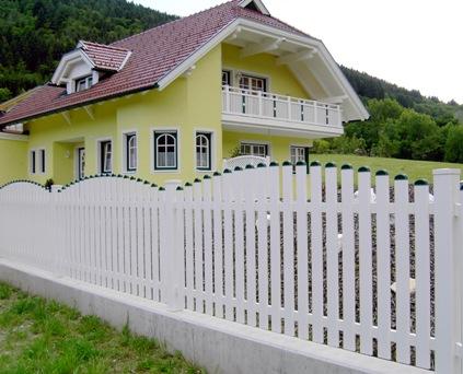 Bahçe çitleri ahşap tasarımlı beyaz bahçe çiti modelleri