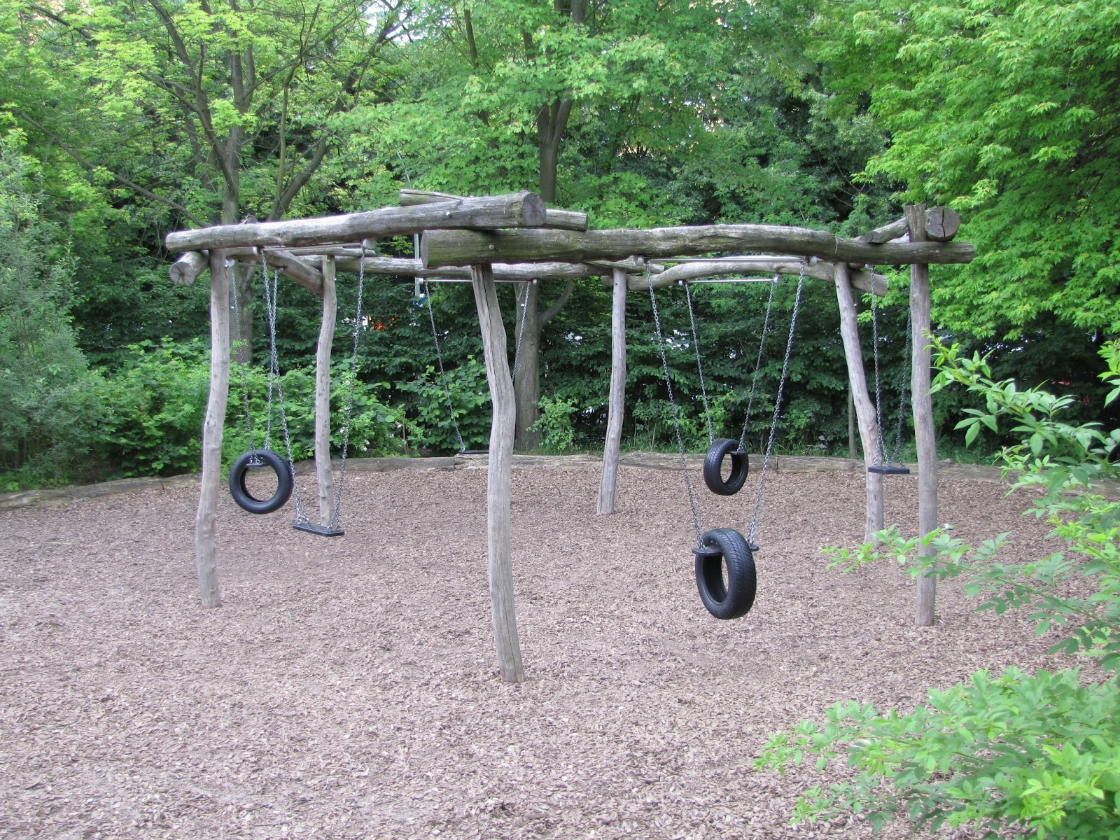 Playground tire swings bing images for Tyre swing ideas