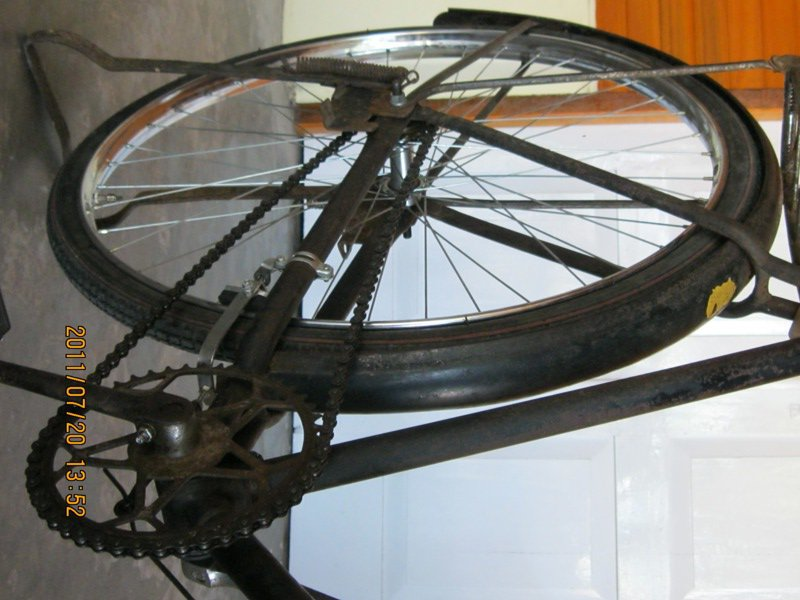 KOMPENI: Sepeda onthel merk BATAVUS