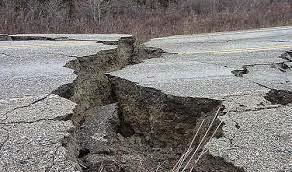 grieta en la tierra por terremoto