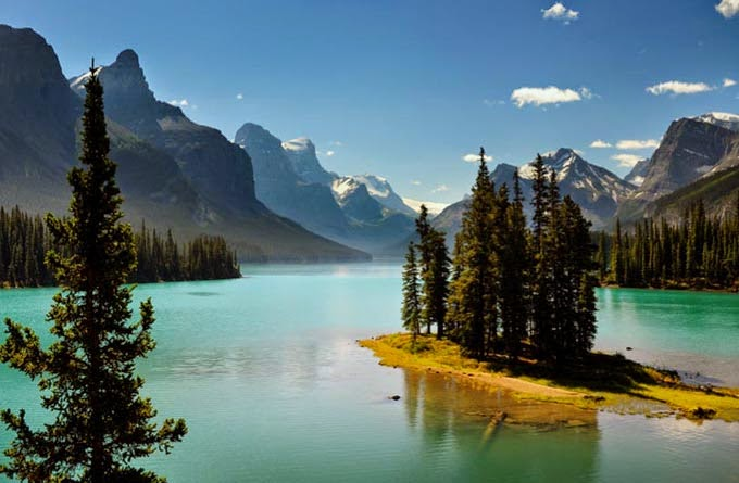 Spirit Island, Magligne Lake, Alberta, Canada