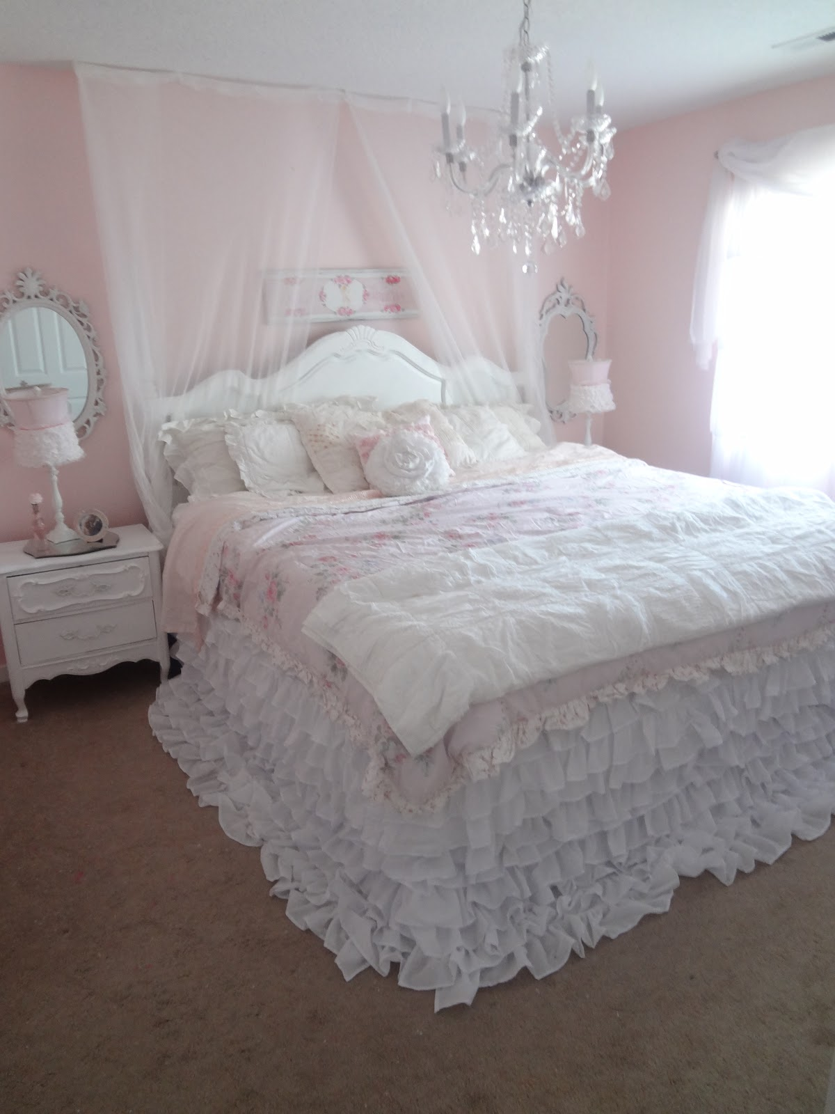 Not so shabby shabby chic my new ruffly bedding for Shabby chic bett