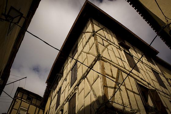imagen_burgos_poza_sal_edificio_casa_medieval_españa