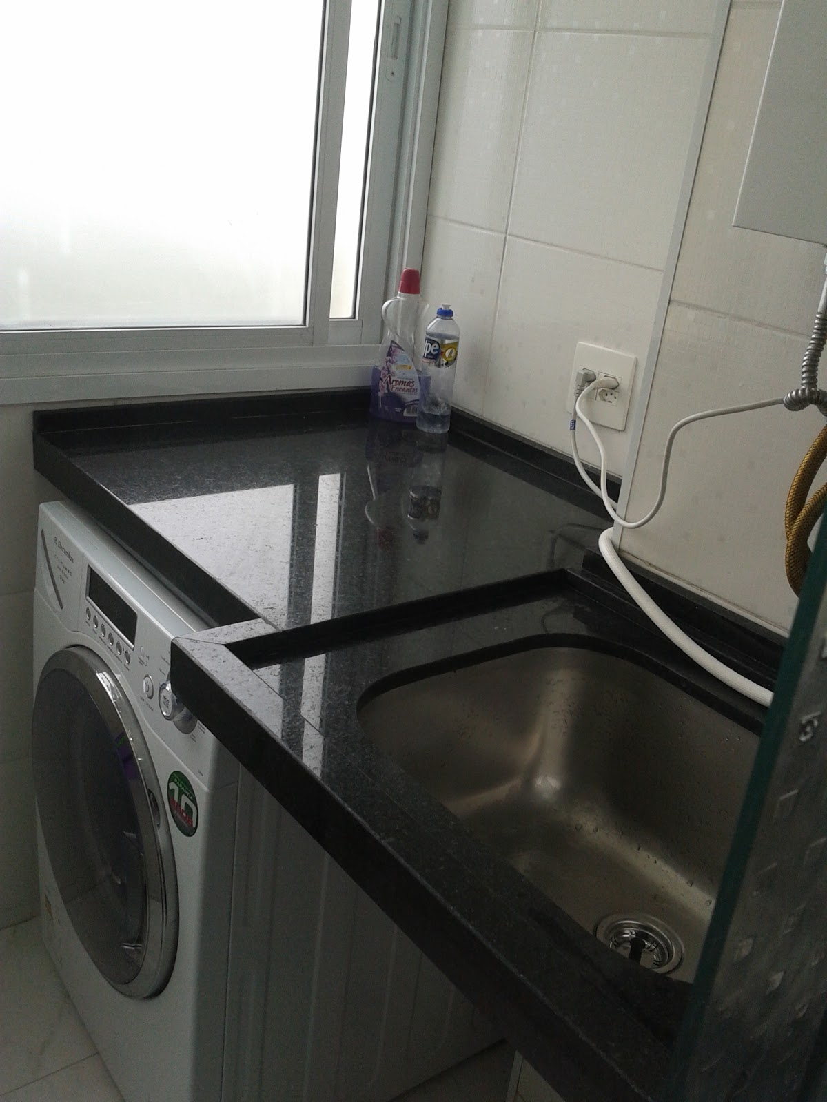 Meu primeiro Apartamento: Cozinha e lavanderia com granito instalado #5A4E40 1200x1600