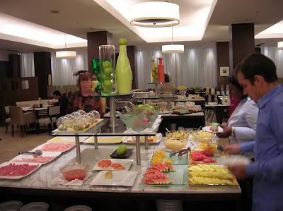 Desayuno bufett Hotel NH City & Tower, Buenos Aires, Argentina, vuelta al mundo, round the world, La vuelta al mundo de Asun y Ricardo