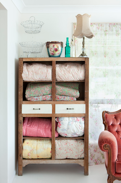 Vintage+Linen+cabinet+with+padded+eiderdowns Vintage Style Interior Inspiration