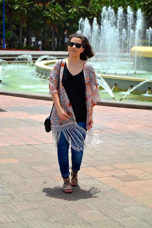 look_kimono_flores_flecos_romanas_mango_como_combinar_lolalolailo_05