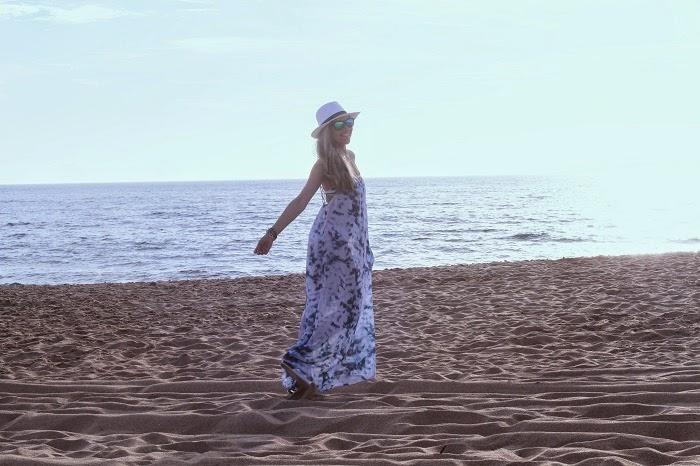 look do dia, ootd, blue beach, outfit, maxi dress, primavera verão 2014, tendências, style statement, chapéus, chapéu panamá, praia, accessório de renda para pés, bikini, vestido longo, azul e branco, sandálias prateadas, sunnies, óculos de sol com lentes coloridas, missguided, stradivarius, primark, dicas de imagem, consultoria de imagem, blogs de moda portugal, blogues de moda portugueses