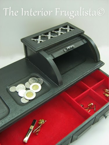 Mens valet roll top jewelry box with felt drawer liner