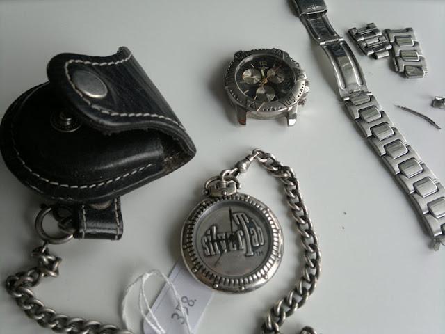 Klockor: SilverTab med kedja och fodral. Breitlingkopia med paj armband