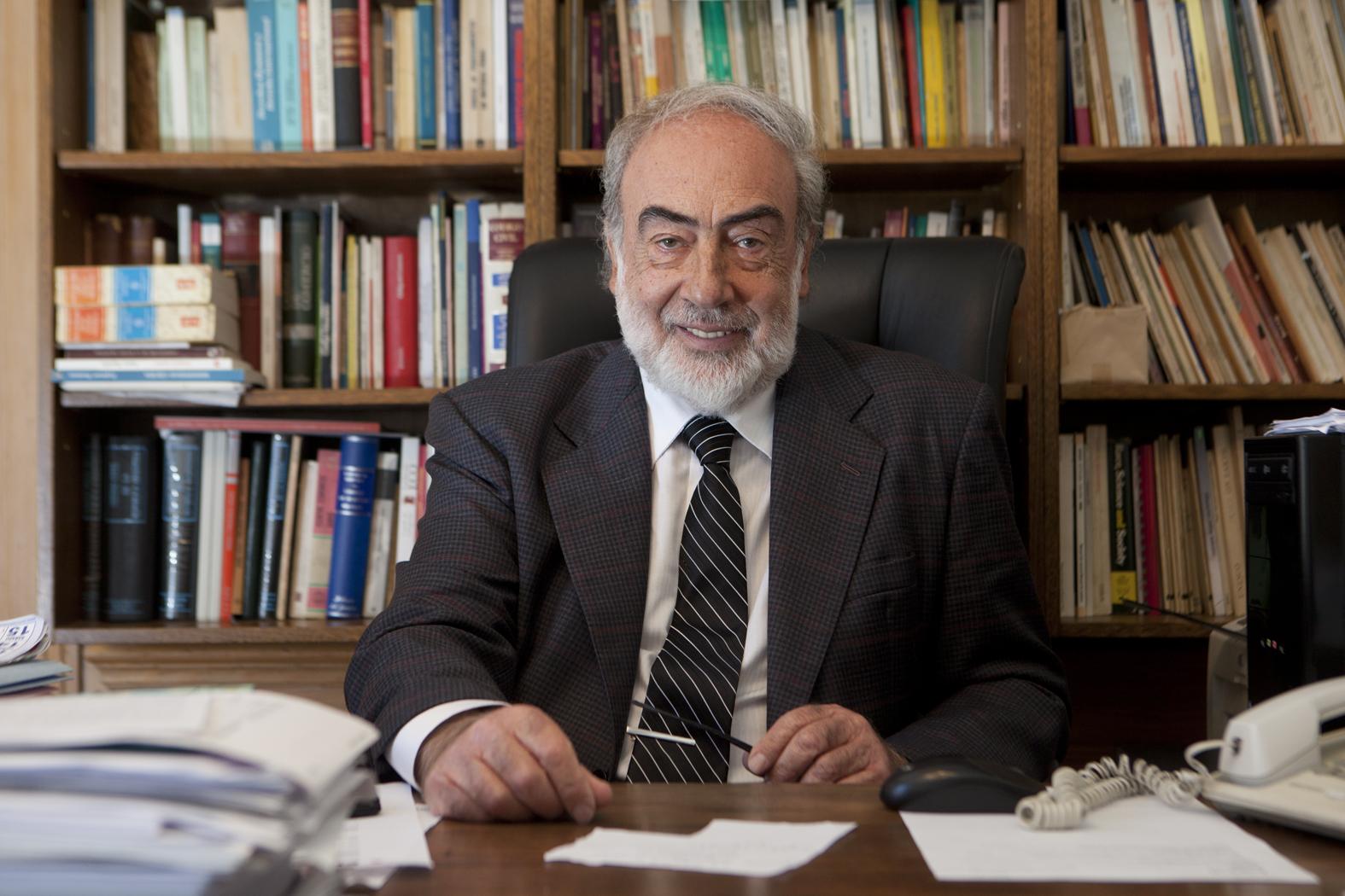 Eduardo Barcesat: Ex abogado comunista del Opus Dei y garante de la ...