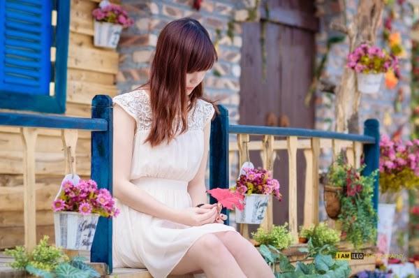 Người đẹp mong manh với tà áo trắng