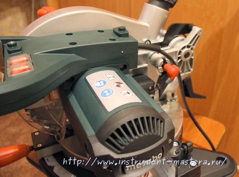 Торцовочная пила METABO KS 216 M Lasercut