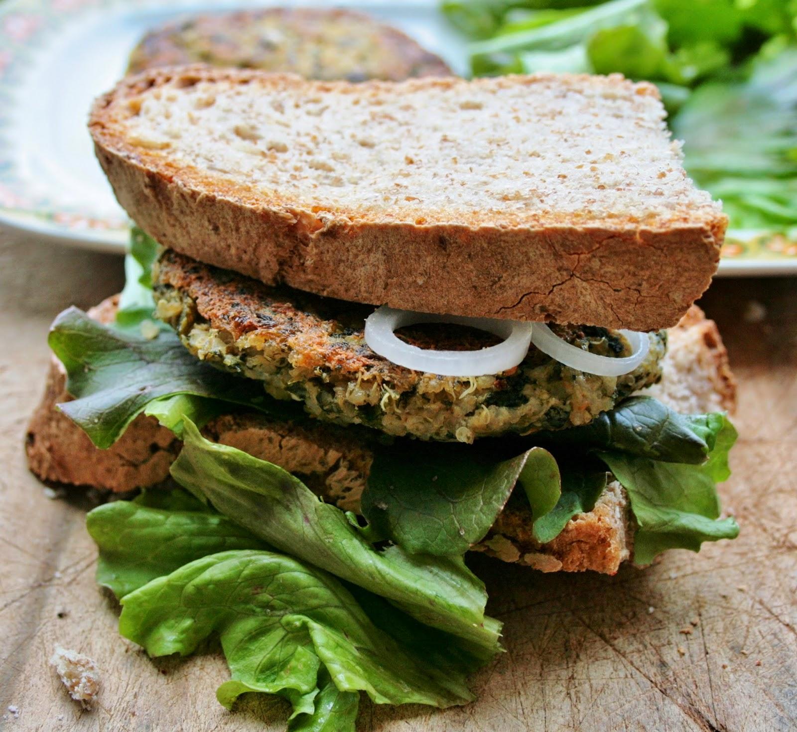 vegburger di quinoa e spinaci