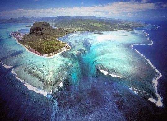 Tak Sangka Wujud Air Terjun di Bawah Laut Kepulauan Hindi