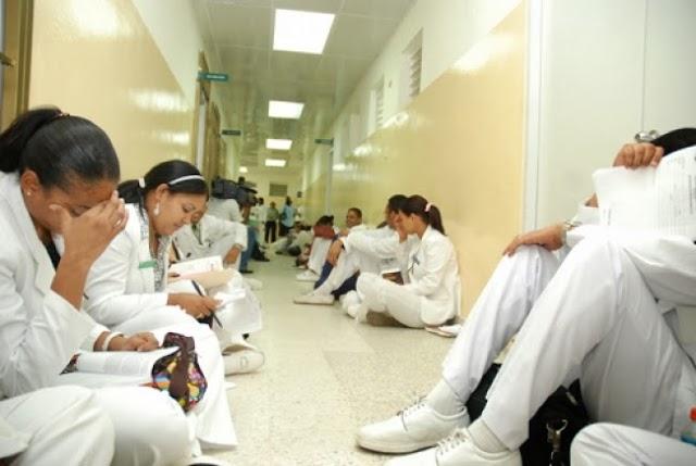 Presidente Medina enfrenta desde hoy el primer paro convocado por médicos