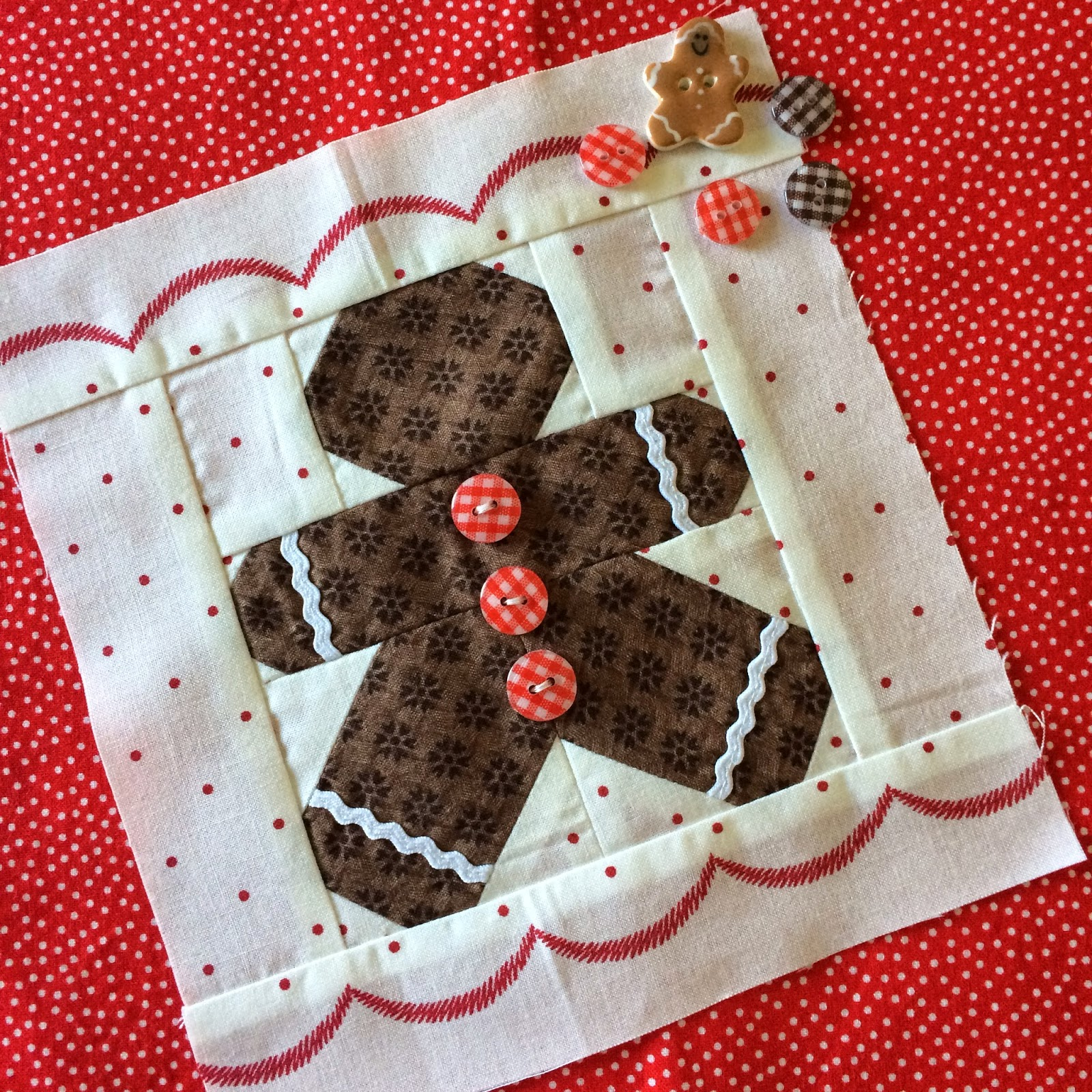 Live a Colorful Life: Choose Your Own Block-Along, 11/17/14 : gingerbread man quilt - Adamdwight.com