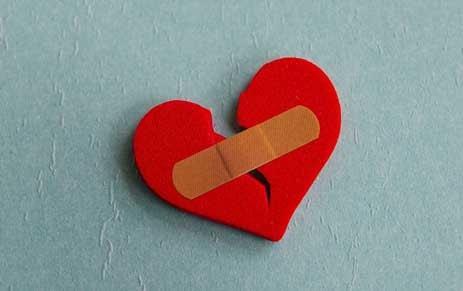 cara berhenti jatuh cinta